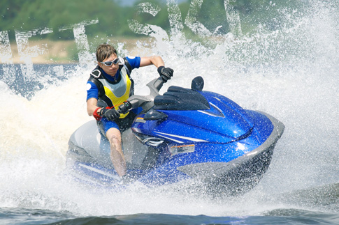 Get your adrenaline pumping with a 60-minute 700cc jet-ski ride for just AED 140 – Options to rent 2 or 3 jet skis is also available!
