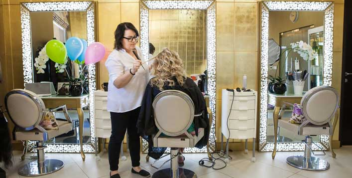 Cut, wash and sessions of blow dry