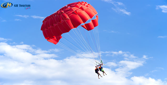 Enjoy the Freedom of Flight with Parasailing